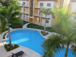 Luxury 1700sqf penthouse. Walk to the beach., Bavaro