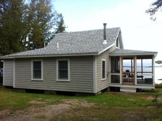 Charming coastal cottage: summer vacation rental!, Steuben