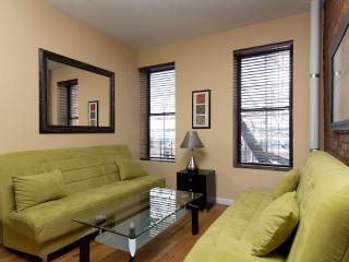 Sleeps 7! 3 Bed/1 Bath Apartment, Times Square, Awesome! (3697), New York City