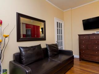 Sleeps 5! 2 Bed/1 Bath Apartment, Midtown East, Awesome! (7830)