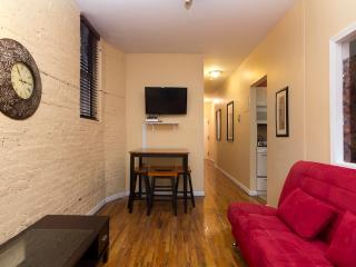 Sleeps 7! 3 Bed/1 Bath Apartment, Times Square, Awesome! (7831), New York City