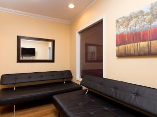 Sleeps 6! 2 Bed/1 Bath Apartment, Midtown East, Awesome! (7890)