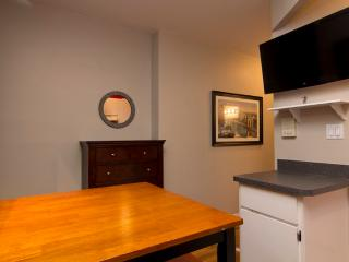 Sleeps 4! 2 Bed/1 Bath Apartment, Times Square, Awesome! (8126)