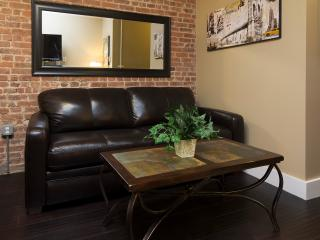 Sleeps 5! 2 Bed/1 Bath Apartment, Midtown, Awesome! (8366)