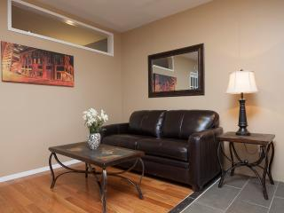Sleeps 3! 1 Bed/1 Bath Apartment, Quiet Times Square, Awesome! (8408)