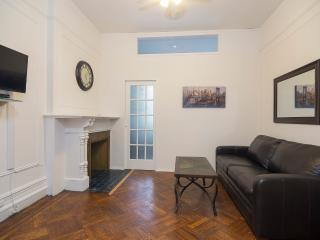 Sleeps 5! 2 Bed/1Bath Apartment, Midtown East, Awesome! (8515)