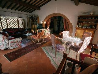 Wonderful 2 Bedroom Tuscan Apartment in Chianti