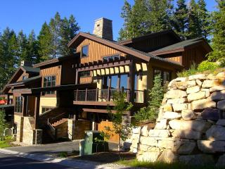 Luxurious Lookout Home Near Silver Lake Village, Park City