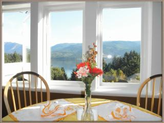 Penthouse Suite with amazing ocean/mountain view, Sechelt