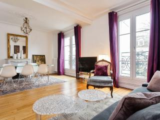 Very Chic Paris Apartment Close to Sacre-Coeur, París