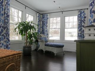 sunroom,twin trundle bed