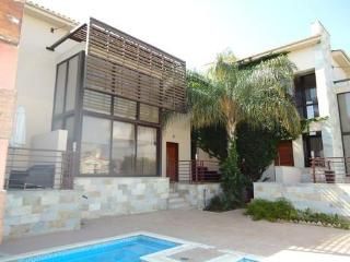 East Villa- 3 bedroom villa, just 200m from beach!, Larnaka City