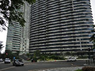 Makati Condo For Rent-Rockwell