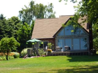 Bed and Breakfast at Kinsail on the Lake, Niagara Region, Wilson, Western NY
