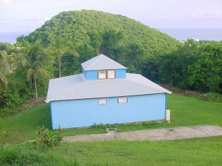 Maison creole coloree vue mer et Jacuzzi prive