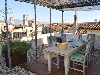 2 Bedroom Top Floor Apartment with View at Casa Puccini, Lucca