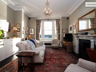 Thames Views from 4 bed Townhouse on the Thames, Sleeps 8, London