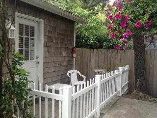 Cozy, dog-friendly studio w/ easy beach access - great location!, Cannon Beach