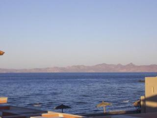 3 Bedroom Villa - steps from the Sea of Cortez., Loreto