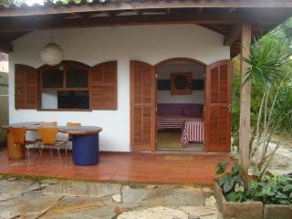 house in the hart of Buzios 2 mim rua das pedras and beach.
