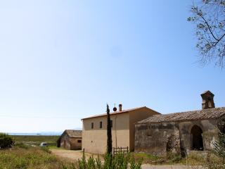 Talamone, Historic Farmhouse by the Sea