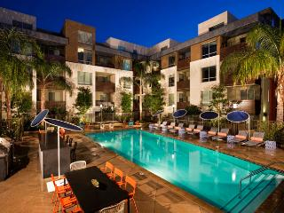 Luxury Hollywood Los Angeles 5 BEDs Dreams Suite FREE Parking + WiFi + Pool