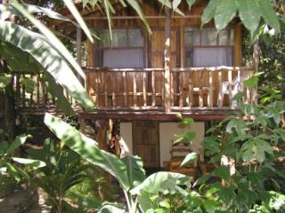 Popo's treehouses, Carrillo Beach, Surfing, Kayaki, Playa Samara