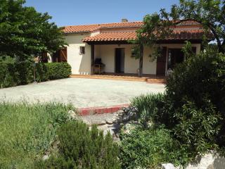 Lovely family villa air con, garden, Sorede