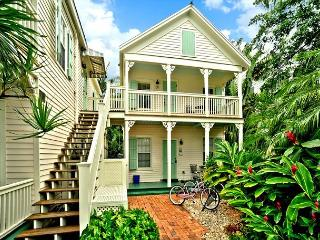 Palm Gardens - Great for Big Groups! 4 Condos 4 Hot Tubs 1 Pool. Sleeps 16!, Key West