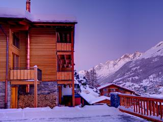 Chalet Castor- freestanding, independent, hot tub, Zermatt