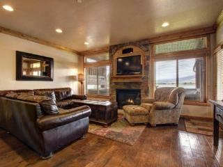 Lakefront Huntsville Condo | Luxury 3 Bedroom | Lakeside Unit 54