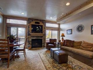 Lakefront Huntsville Condo | Luxury 2 Bedroom | Lakeside Unit 57