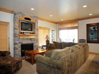 Lake Front Huntsville Condo | Luxury 4 Bedroom | Lakeside Unit 66