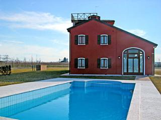 Marina di Cavallino Apartment Sleeps 4 with Pool Air Con and WiFi - 5872209