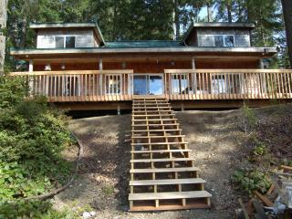 Beautiful Lake Retreat on Olympic Peninsula