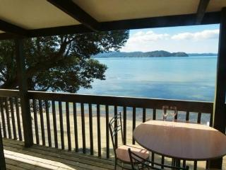 An absolute beachfront kiwi holiday home!, Awhitu