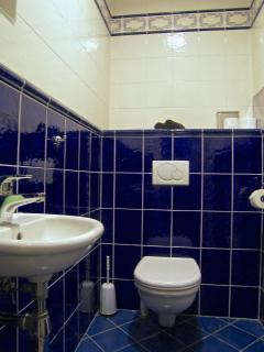 2nd separte toilette.
