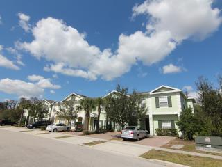Gated 5 Bedroom Home, sleeps 12, 6mi to Disney, Wi, Kissimmee