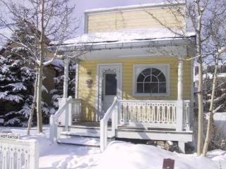 Romantic Cottage for 2 + 2 Children on Main Street, Breckenridge