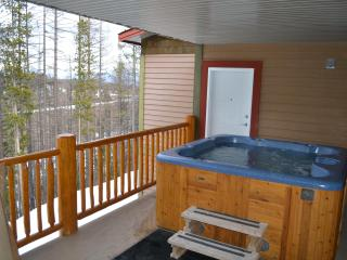 Luxury Loft | 3 bdrm loft + hot tub / BBQ sleep 14, Kimberley