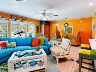 Simpatico: 2BR Pet-Friendly Canal Home with Kayaks, Anna Maria