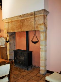 Large stone fire place in dinig kitchen
