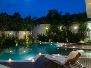 Villa Suliac - Pool by night