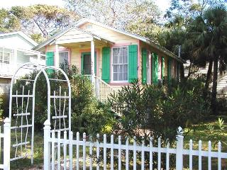 #1514 2nd Avenue - Sunburst Cottage - Small Dog Friendly, Tybee Island