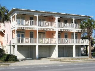 203 Bulter Avenue - Enjoy the Ocean Breezes and Sounds of the Surf - Swimming Pool - FREE Wi-Fi, Tybee Island