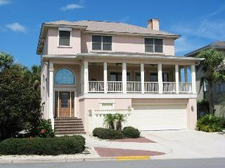 #4 13th Street - 2nd House from the Beach - Custom Woodwork Throughout - FREE Wi-Fi, Isla de Tybee