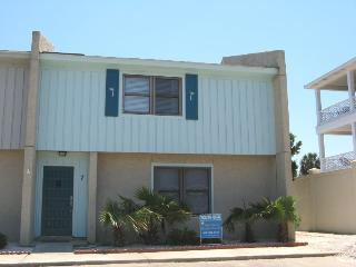 #7 13th Street - Great Atlantic Ocean Views and Just Steps From the Beach!, Isla de Tybee