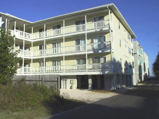Boylston Place Condominiums - Unit 1 - Just Steps Away from All the Action, Tybee Island