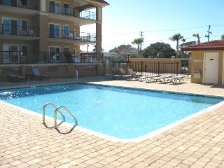 Brass Rail Villas - Unit 121 - Deluxe Vacation Rental - Swimming Pools - FREE