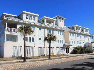 Captains Watch - Unit 15 - One Block from the Beach - Close to Shops - Swimming Pool - FREE Wi-Fi, Tybee Island